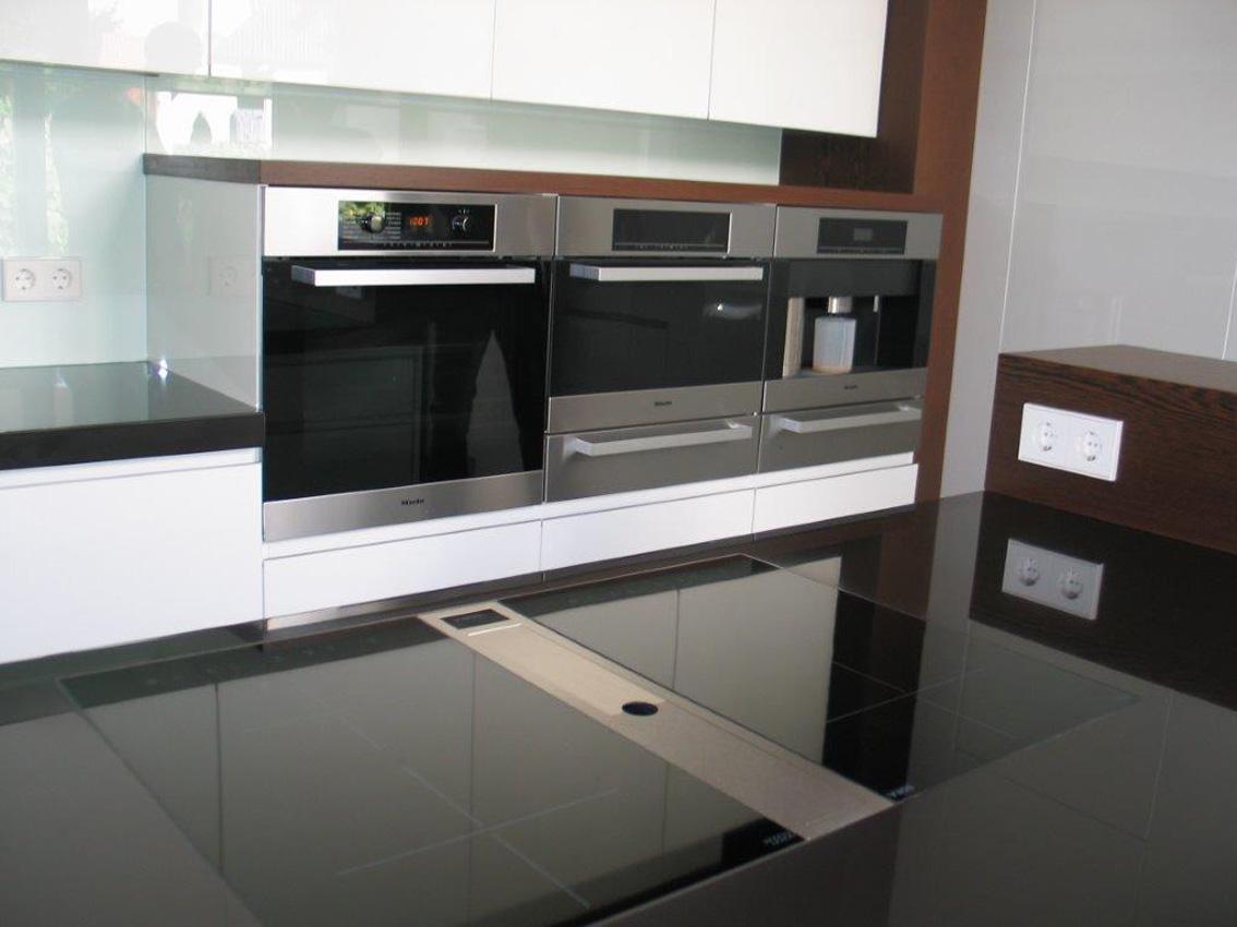 wohnzimmerschrank lila wei led. Black Bedroom Furniture Sets. Home Design Ideas